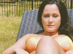 Jenelle Evans Bronzes Her 'Thick' Bikini Body With A Chicken