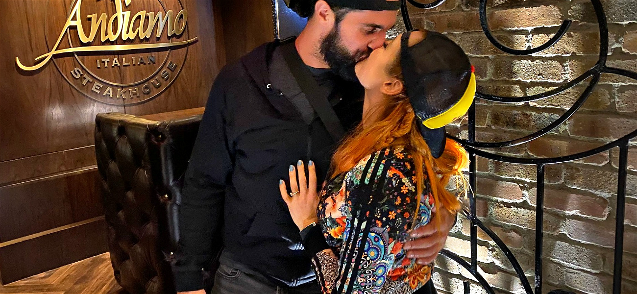 WWE Superstars Seth Rollins & Becky Lynch Stop in Vegas Before Big Night in the Ring
