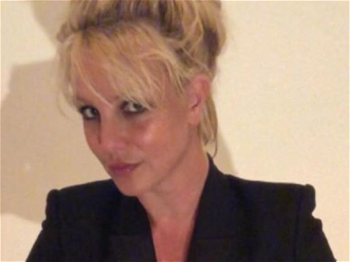 Britney Spears Goes Fresh-Faced, Fans See 'Posed Hostage Photo'