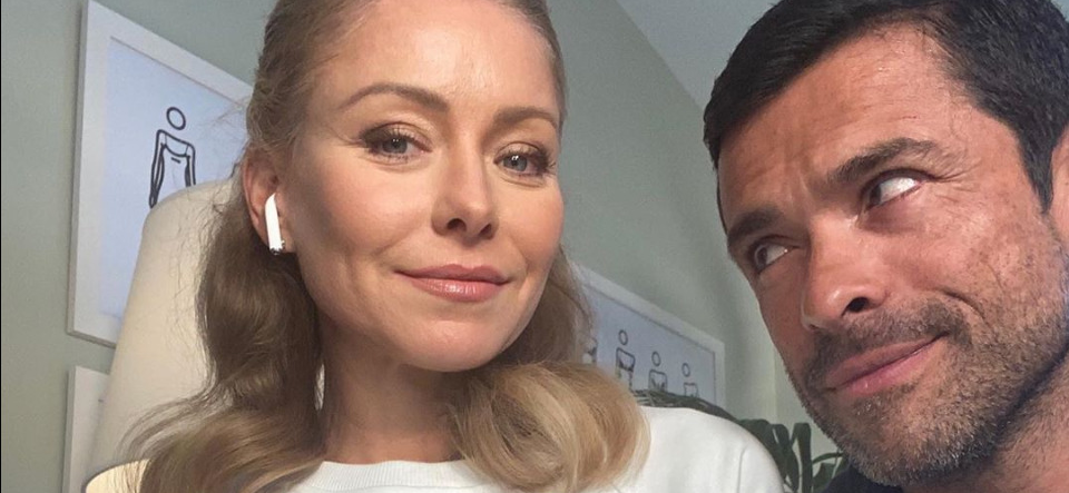 Kelly Ripa Posts Throwback Of Mark Consuelos Grabbing Her Butt On The Red Carpet