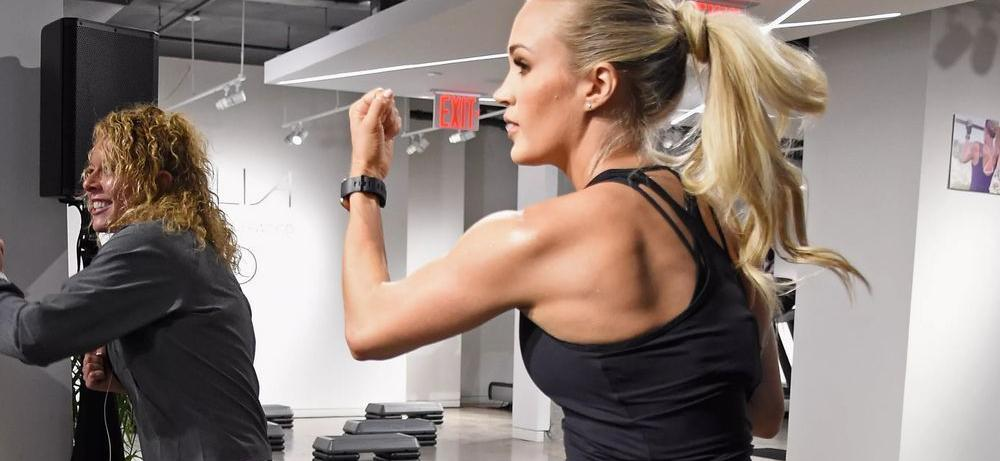 Carrie Underwood Flaunts Mind-Blowing Workout Body In Spandex To Celebrate 15 Million Reps