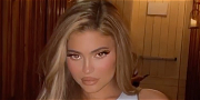 Kylie Jenner Shows Off Thick Pre-Thanksgiving Curves In Spandex Selfie