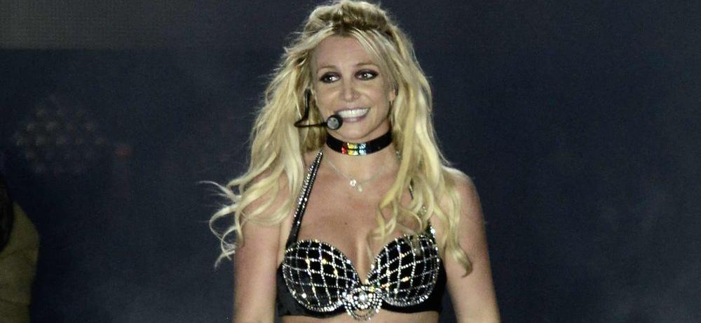 Britney Spears Sparks Psychological Panic Tugging At Tiny Christmas Dress : 'She Is Drugged'