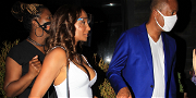 'Marrying Millions' Star Rodney Foster Gets FULL-BLOWN Hollywood Treatment With Paparazzi Crush!!