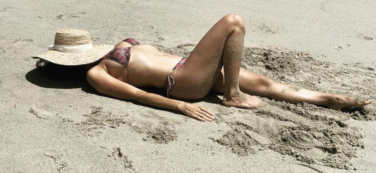 Jenna Dewan Flaunts Bikini Body During Beach Vacation With Boyfriend & Daughter