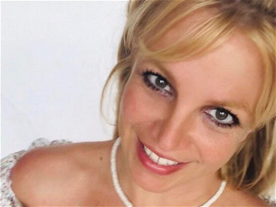 Britney Spears Trolled Over Chipped Nail Polish: 'You're Rich, Do Your Nails!'