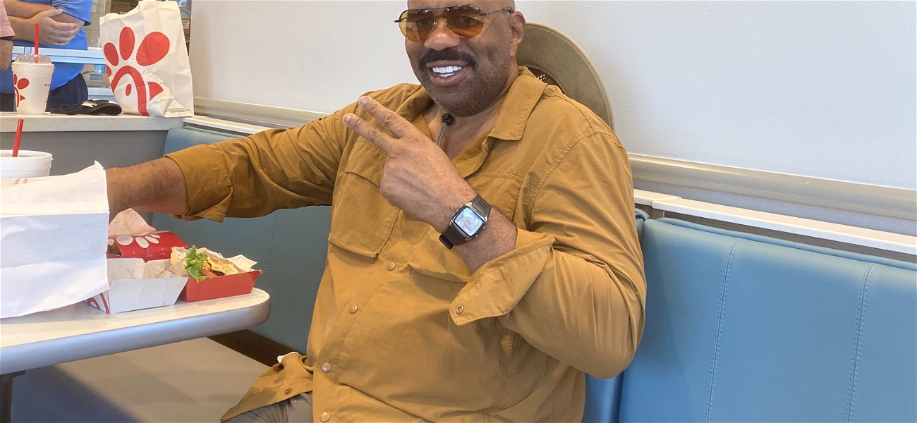 Steve Harvey Trends After Kanye West Posts Revealing Photo & It's The Funniest Thing EVER!!