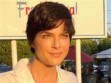 Selma Blair Shows Off Fancy Headscarf With Powerful Message