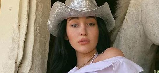 Noah Cyrus Strips Down Showing 'Cowgirls' Tattoo With Swollen Skin