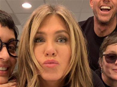 Jennifer Aniston Flawless In A Black Dress, Actress Posts 'Jen In Black' Photo With Security Team