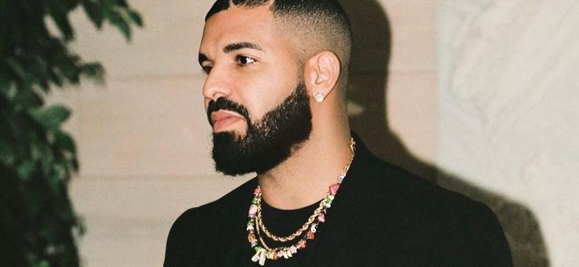 DrakeFans Are Impressed With Gym Results After Showing Off Six Pack