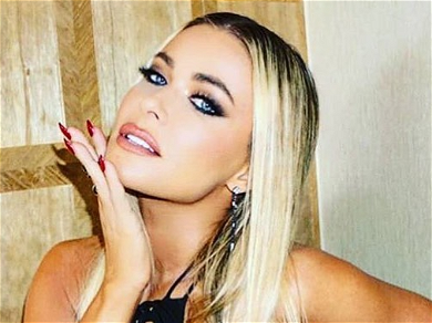 Carmen Electra Helps Depressed Fan While Flaunting Curvy Snap