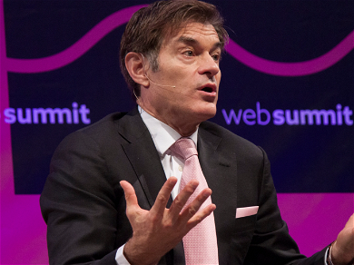 Dr. Oz Saves A Man's Life By Performing CPR On Him At The Airport!