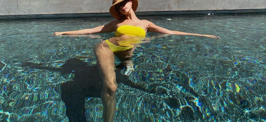 Hailey Bieber Shows Off MIND-BLOWING Bikini Body In Romantic Trip Photos With Justin Bieber!!