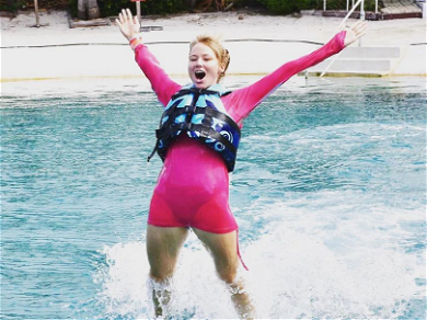 Singer Jewel Gets Heat from Fans for Riding Dolphins During Vacation
