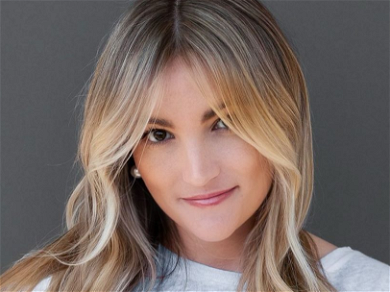 Jamie Lynn Spears CRUSHES Flaunting Hot 'Comfy-Cozy' Look In Minuscule Shorts!