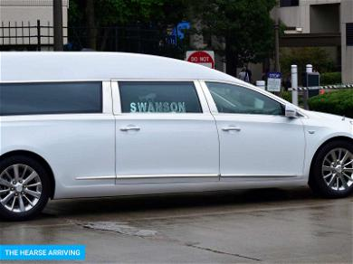 Aretha Franklin Arrives at Detroit Funeral Home, Extra Security Brought In