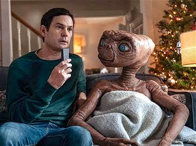 E.T. Returns in New Video With Henry Thomas