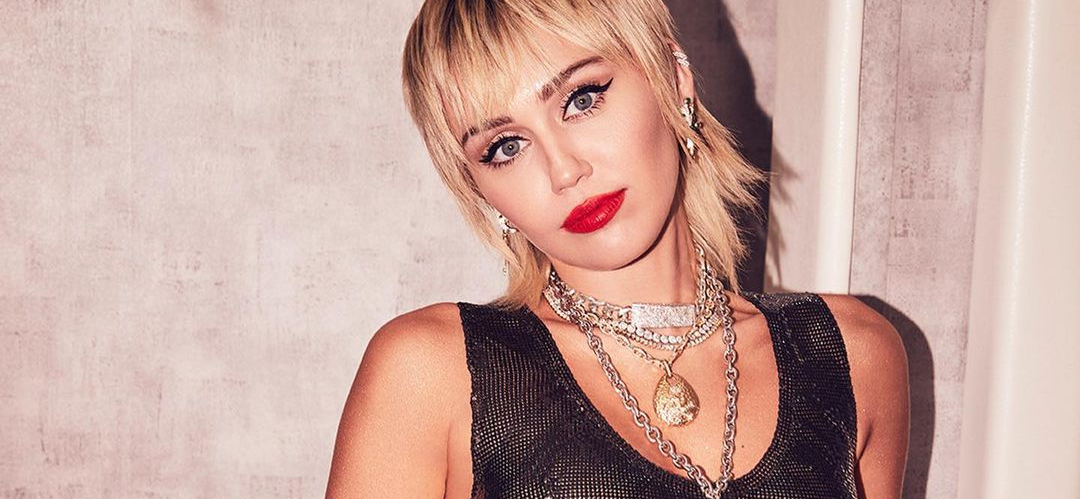 Miley Cyrus STUNS Spread Eagle Getting Licked By Dua Lipa Dripping Fake Blood!