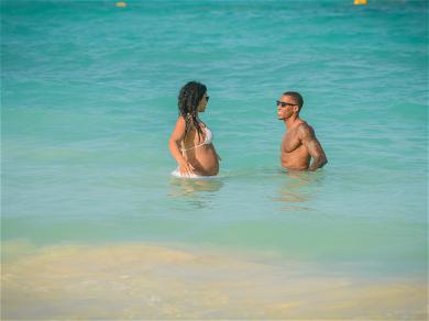 Jordin Sparks and Dana Isaiah Cooling Off in Cancun!