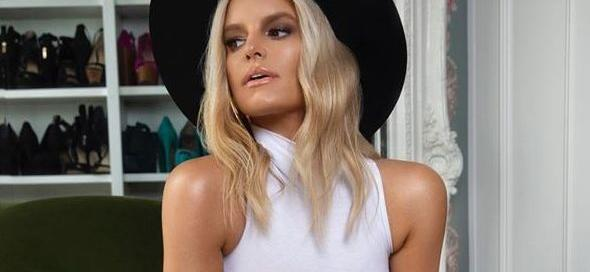 Jessica Simpson Lifts Skirt In Stilettos Showing 100-Pound Weight Loss While Getting Richer