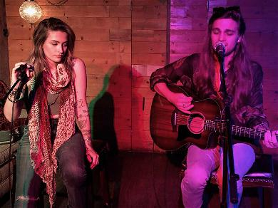 Paris Jackson Goes to 'Margaritaville' With BF During Intimate Performance