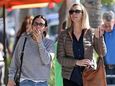 Courteney Cox & Lisa Kudrow Are Just a Couple of 'Friends' Out to Lunch