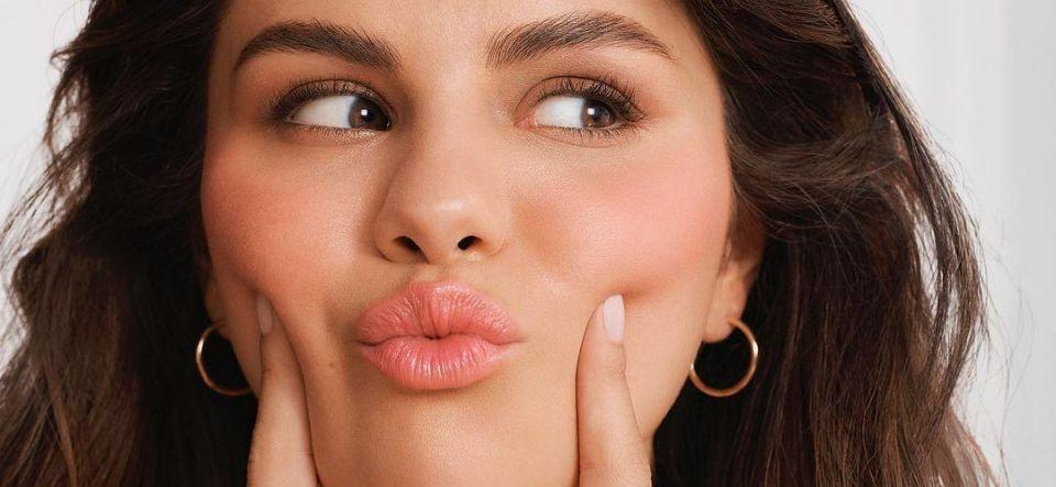 Selena Gomez Posts Luscious In-House Selfie Wearing 'Rare Beauty'