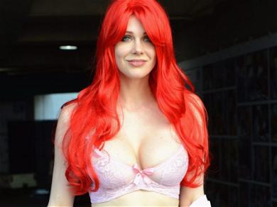 'Boy Meets World' Star Maitland Ward Exposes Mega Cleavage For 'Midday Snack'