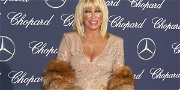 Khloé Kardashian Gets Personally Signed 'ThighMaster' From Suzanne Somers!!