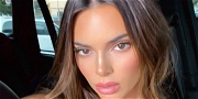 Kendall Jenner Shows Off Absolutely Tiny Waist In Mirror Selfie