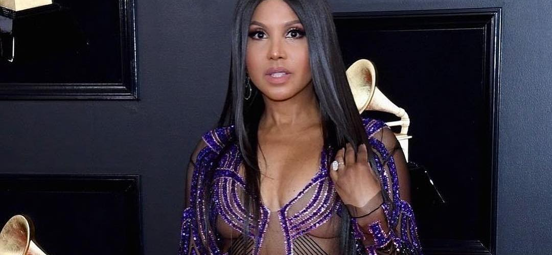 Toni Braxton's FLAWLESS Skimpy Lingerie Picture Sparks Foot Fetish Feeding Frenzy!