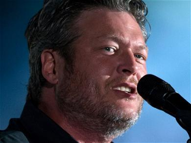 Blake Shelton's Easy Trick For His Delicious Fried Chicken