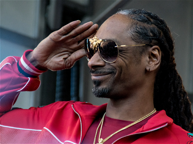 Snoop Dogg Dresses Up As Buzz Lightyear For His Granddaughter's Birthday!