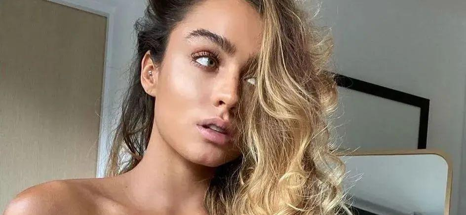 Sommer Ray Enjoys Iced Starbucks With Buttocks Bare