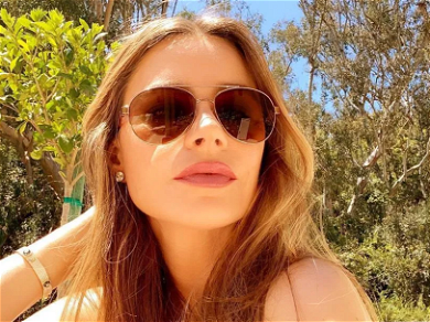 Sofia Vergara Lifts Up Skirt Showing Off Ripped Body In Steamy Throwback
