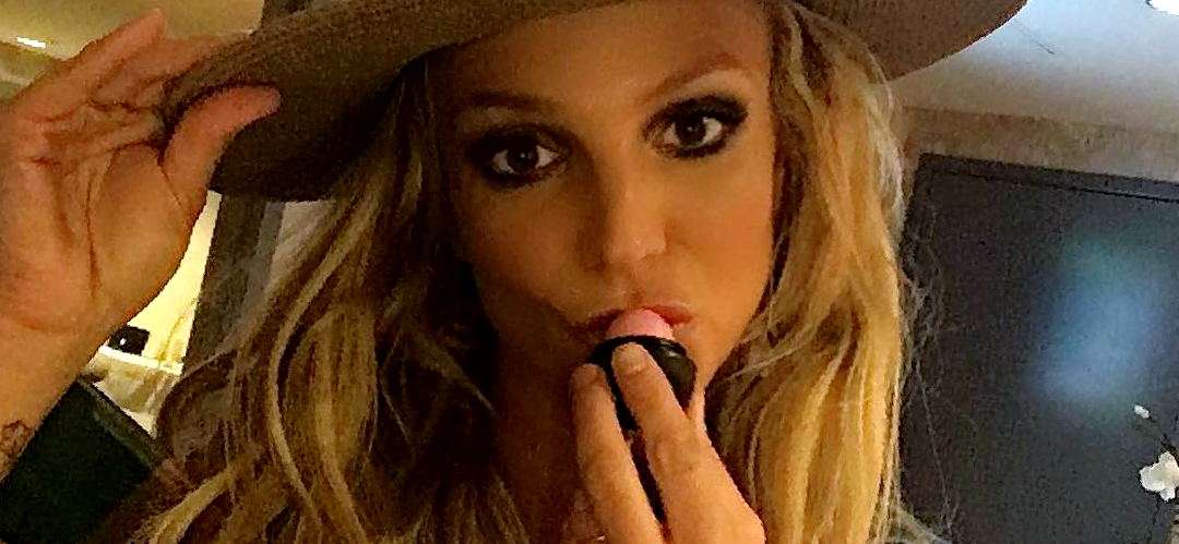 Britney Spears Needs 'Expert Evaluation' For Being Barefoot, But Kylie Jenner Doesn't?