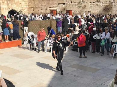 Roseanne Barr Visits the Wailing Wall in Jerusalem Before Speaking With Israeli Parliament