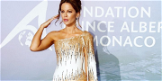 Kate Beckinsale Stuns In Skintight Gown With Matching COVID-19 Mask!