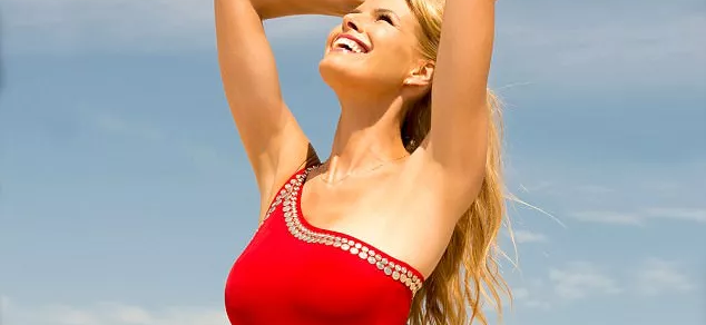 Howard Stern's Wife, Beth, CRUSHES Instagram With HOT Bikini Body While Saving The Planet!!