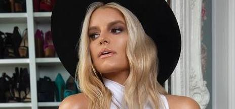Jessica Simpson's Shapely Leg Fold Requires Safety Warning