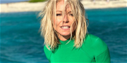 Kelly Ripa Seductively Sprawls Out For 'Daddy Arrival Time'