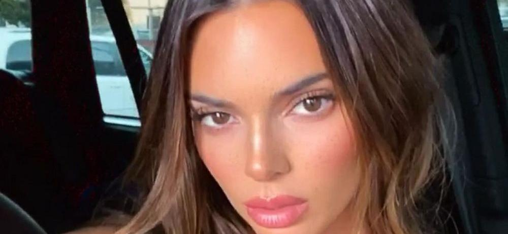 Kendall Jenner Flaunts Massive Thigh Gap In Spandex For Cash
