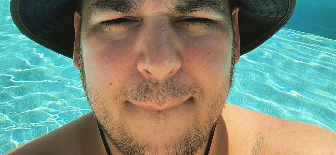 Rob Kardashian Shows Off Massive Weight Loss In SHIRTLESS Poolside Photos!!