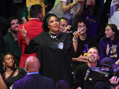 Lizzo Flashed Her Thong On The Jumbotron At The Lakers Game